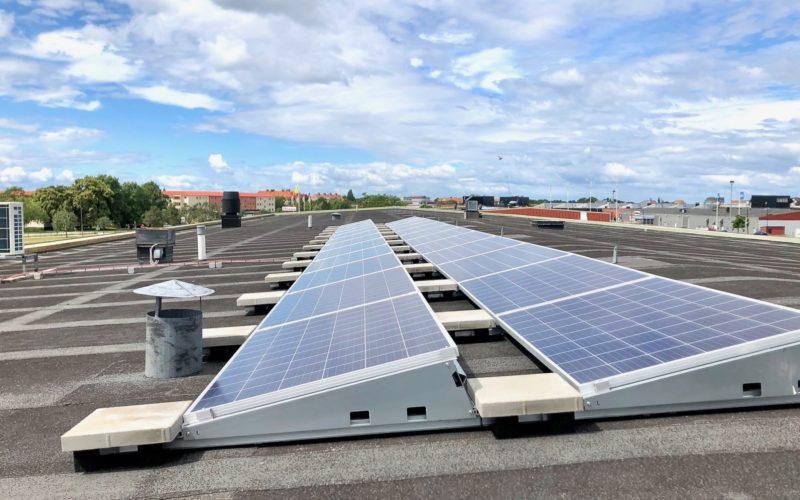 Vi Installerar Solpaneler